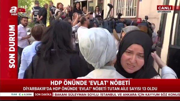 Çocukları dağa kaçırılan ailelerin HDP binasının önündeki eylemine canlı yayında saldırı!