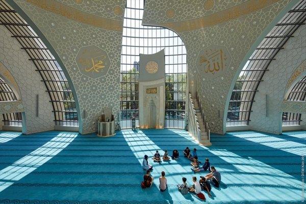 Köln Merkez Camii'ne Almanlardan yoğun ilgi