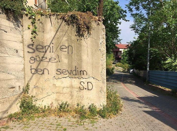 Duvarlara Yazılan Aşklar
