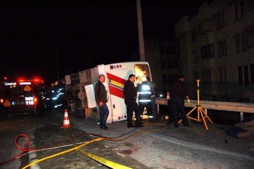 Yalova'da servis midibüsü takla attı