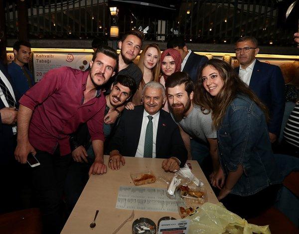 Binali Yıldırım, Çengelköy'de vatandaşlarla buluştu