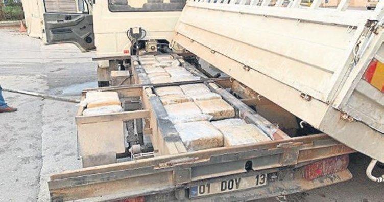 Kamyonet zulasından 115 kilo esrar çıktı
