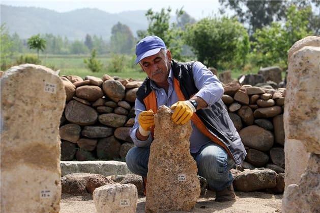 Hatay'da Kayı Boyu damgalı mezar taşları bulundu