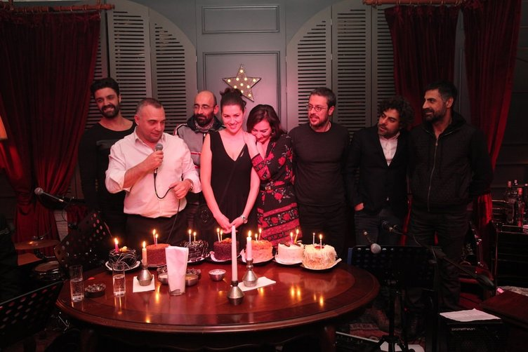 Eşkıya Dünyaya Hükümdar Olmaz oyuncuları doğum günü partisinde buluştu