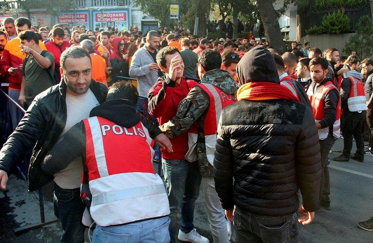 Beşiktaş - Galatasaray derbisi öncesi kavga çıktı!
