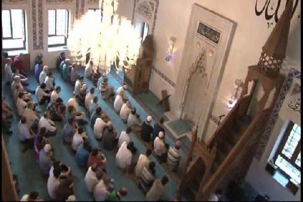 Validebağ Camii'nde ilk bayram namazı kılındı