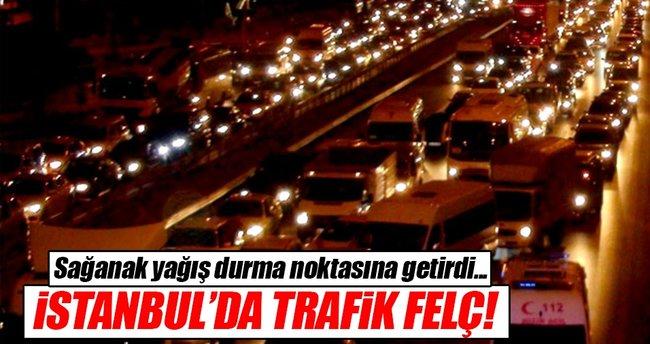 İstanbul'da sağanak yağış trafiği durma noktasına getirdi!