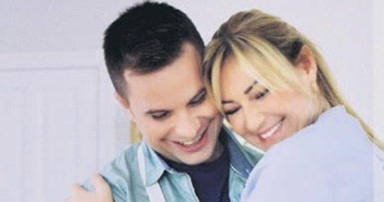 Eşiyle birlikte ekranla