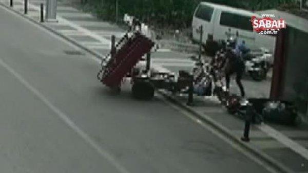 Gaz kolu takılı kalan motosiklet tamirciye zor anlar yaşattı | Video