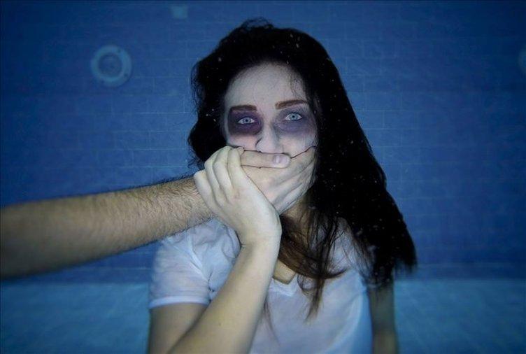 Kadına yönelik şiddete su altında sessiz tepki