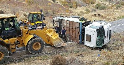 Besni'de çöp kamyonu devrildi: 3 yaralı