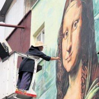 Mona Lisa tablosunu bina duvarına işledi