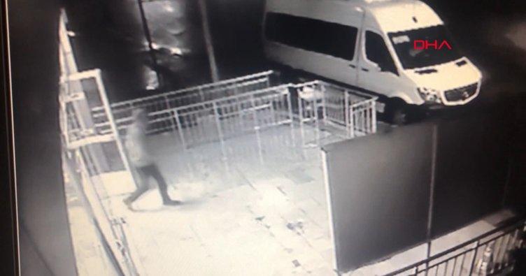 Maltepe'deki market soygunu anı kamerada!