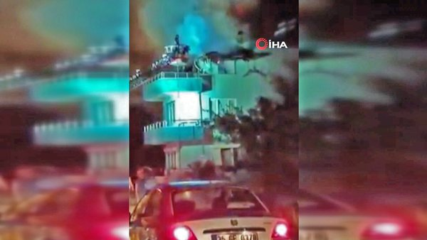 İzmir'de yıldırımın düştüğü evin alev alev yandığı anlar kamerada   Video