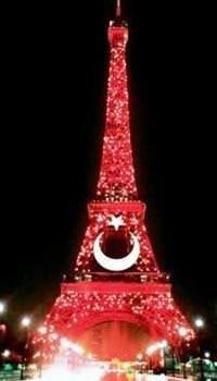 Eyfel Kulesi Türk bayrağıyla süslendi...