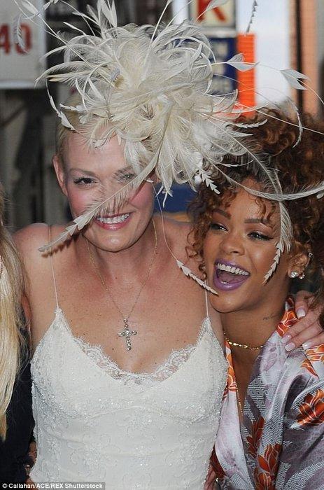 Rihanna düğünde!