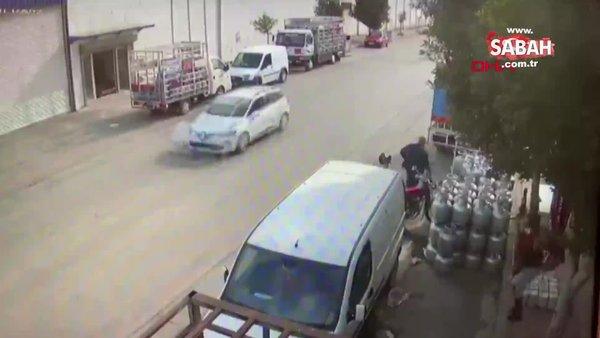 Mersin'da cep telefonunu çalan kapkaççıları yakalamak için peşlerinden koşan genç kız kamerada   Video