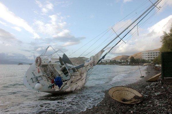 Milyarlık tekneler karaya oturdu