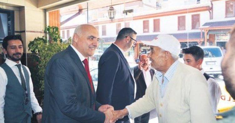 Başkan Acar çarşı esnafı ile bayramlaştı