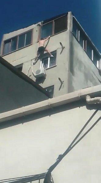 İngiltere vatandaşının Beyoğlu'nda şok ölümü cep telefonuyla kaydedildi. İşte o anlardan detaylar...