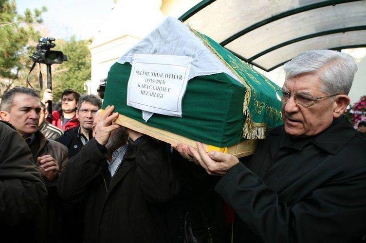 Eski komutanlar cenazede buluştu