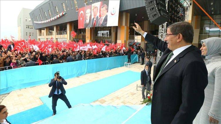 Başbakan Davutoğlu'na Van'da yoğun ilgi