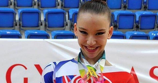 Dünya Aerobik Cimnastik Şampiyonu Ayşe Begüm Onbaşı'dan 3 birincilik