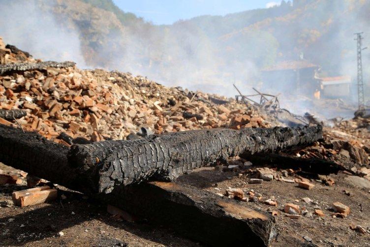 Kastamonu'da köyde yangın çıktı! Yangın daha sonra kontrol altına alındı