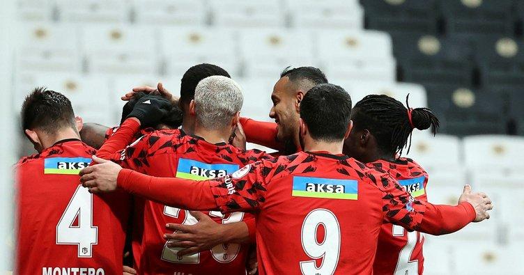 Beşiktaş derbiye taraftarlarının imzaladığı forma ile çıkacak