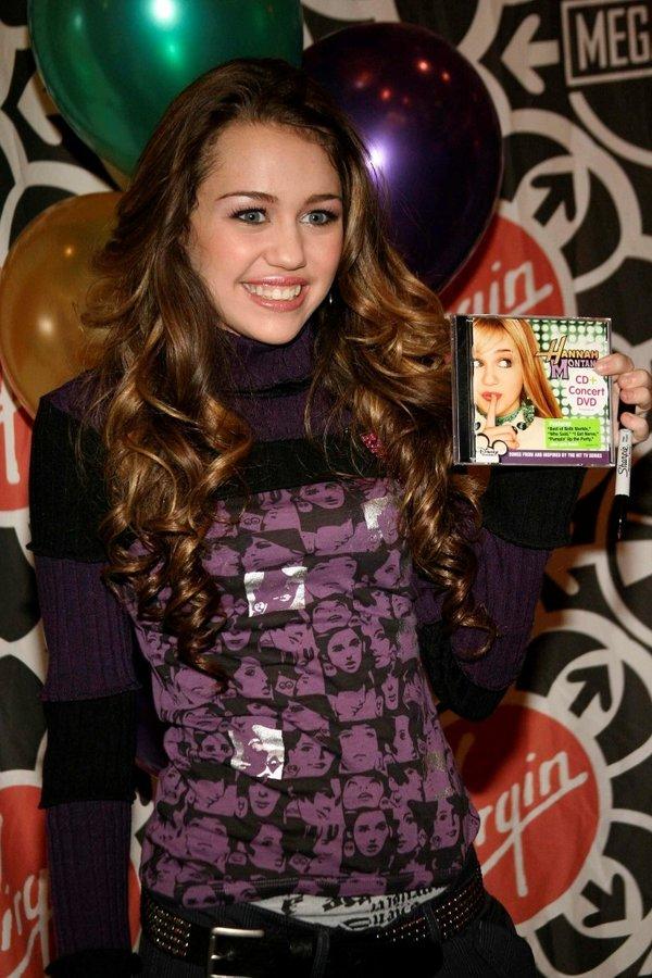 Ünlü olduğu günden bugüne...Çılgın kız Miley Cyrus'ın saç stili!