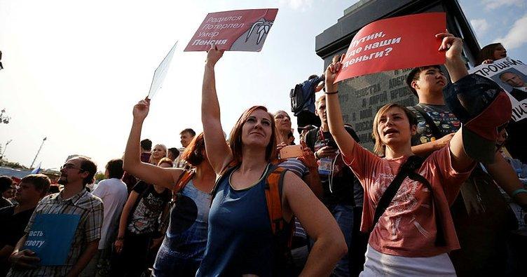 İzinsiz gösteri yapan 100 kişi gözaltına alındı