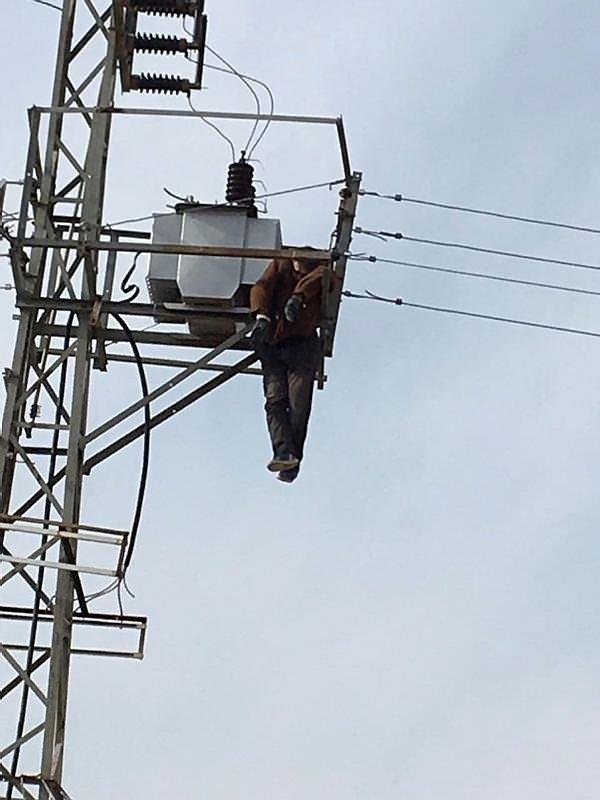 Elektrik direğinde feci ölüm