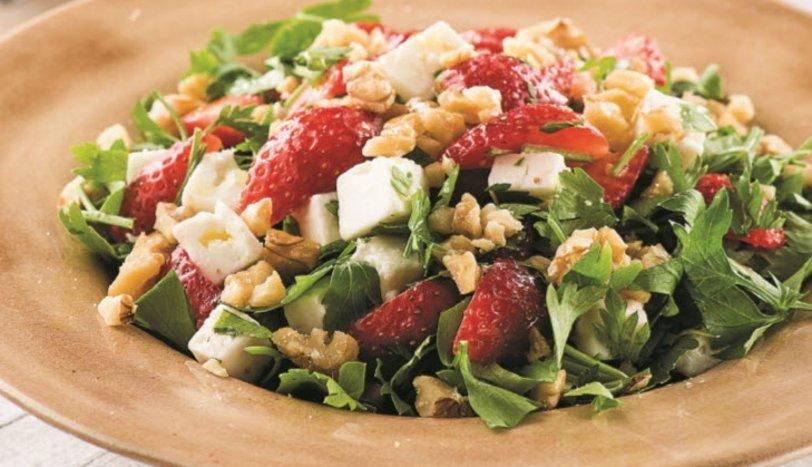 Çilekli Maydanoz Salatası