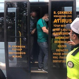 Esenyurt'ta şoke eden görüntü! 14 kişilik bir minibüsten 42 kişi çıktı