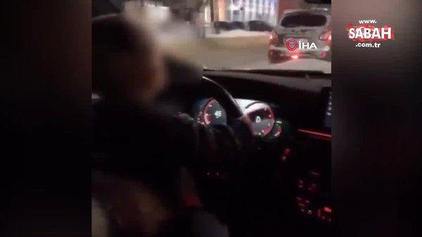 Sorumsuz baba 2 yaşındaki çocuğuna araba kullandırdı | Video