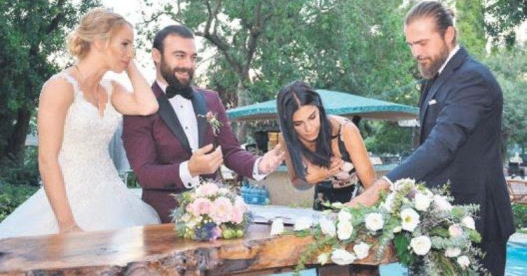 Rol arkadaşının nikah şahidi oldu