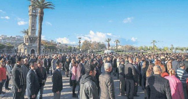 İzmir 'Ata'yı saygıyla andı