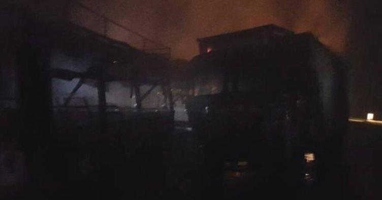 Hindistan'da otobüsle kamyon çarpıştı! Çok sayıda ölü var