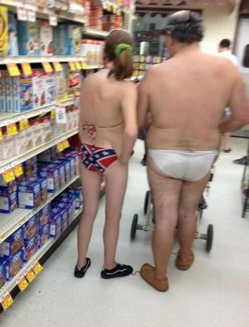 Alışveriş yapan tuhaf insanlar