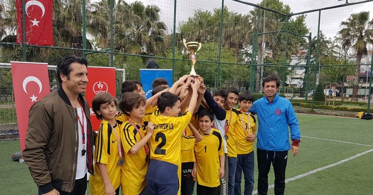 Kadıköy'ün Şampiyonu İlhami Ertem Ortaokulu