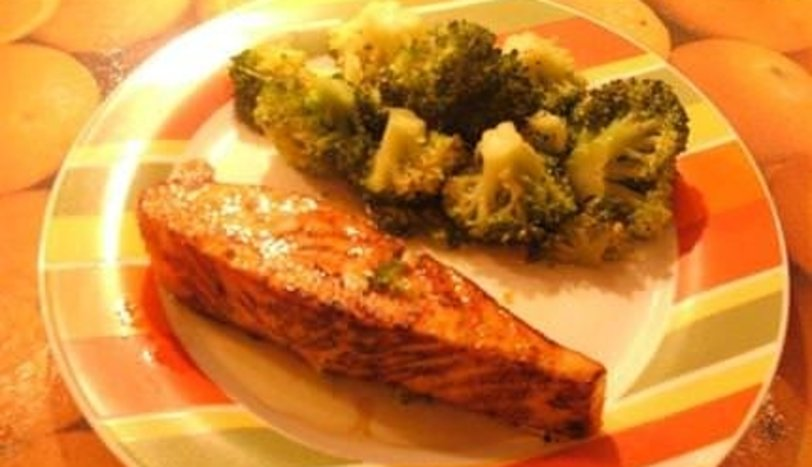 Somon ızgara ve haşlanmış brokoli