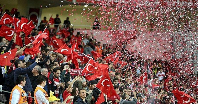 Türkiye İrlanda'yı 1-0 yendi... İşte stadyumdan...
