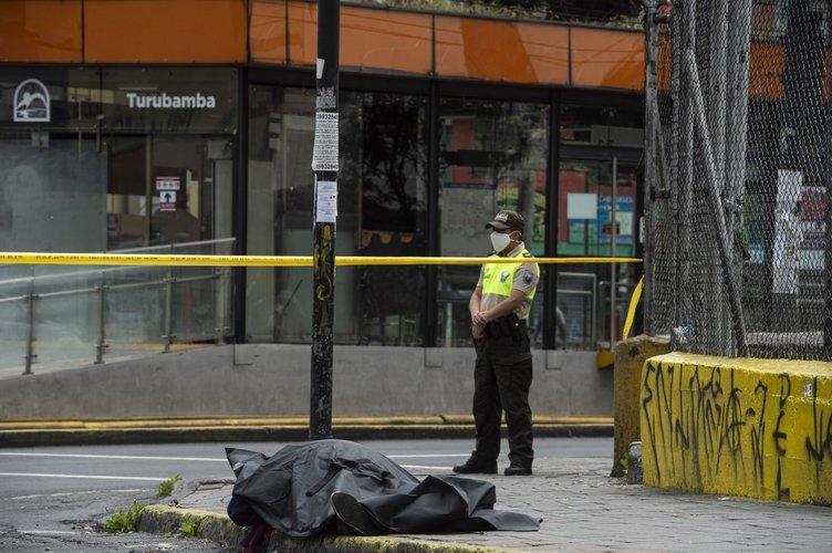 Dünyayı  şoke eden görüntü! Sokak ortasında hayatını kaybetti