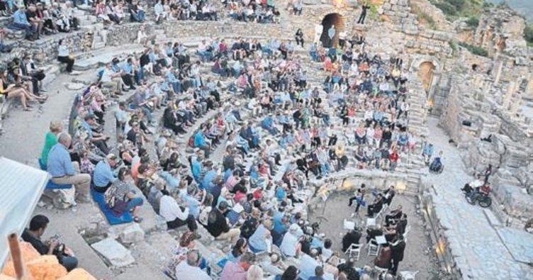 Efes'te klasik müzik keyfi