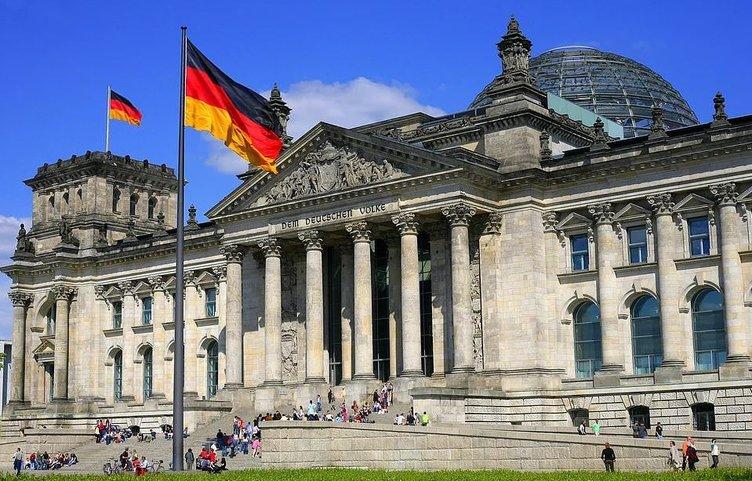��şte 34 ülkenin parlamento binası