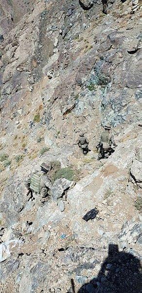 Komandolar teröristlerin inlerine girdi