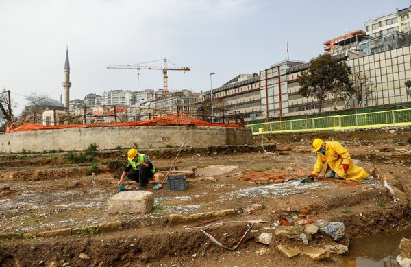 Son dakika: İstanbul'da metro kazılarında ortaya çıktı! Daha derine indiğimizde antik limanla karşılaşacağız