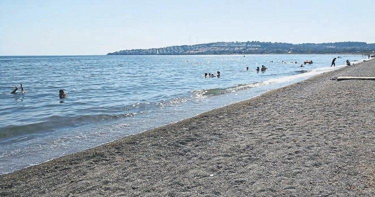 Mavi bayraklı plaja evsel atık