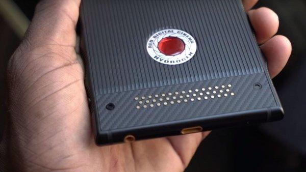 Holografik ekranlı telefon RED Hydrogen One bu tarihte geliyor!