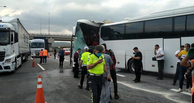 2 otobüs çarpıştı: 8 kişi yaralandı